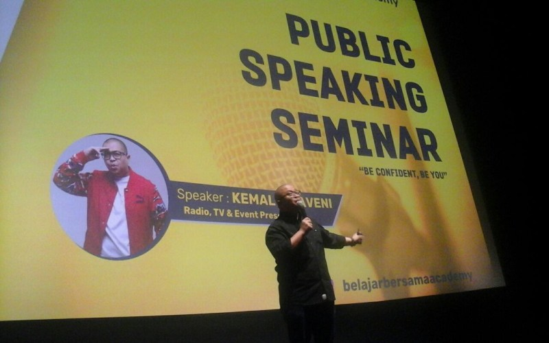 https: img-k.okeinfo.net content 2018 03 09 65 1870234 asah-soft-skill-mahasiswa-universitas-bakrie-gelar-seminar-public-speaking-8yz21M1VOd.jpg