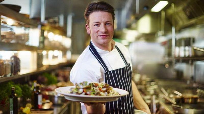 https: img-k.okeinfo.net content 2018 03 12 298 1871604 jamie-oliver-chef-berpenghasilan-hampir-lebih-dari-rp2-triliun-Z18cAoZrEv.jpg