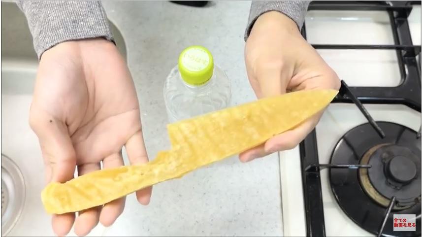 https: img-k.okeinfo.net content 2018 03 12 298 1871628 pisau-ini-terbuat-dari-pasta-spaghetti-tapi-ketajamannya-jangan-diragukan-gDrxLPi77l.jpg