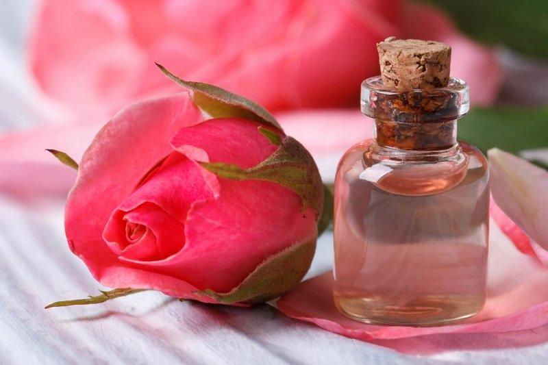 https: img-k.okeinfo.net content 2018 03 13 194 1872147 ini-dia-khasiat-air-mawar-untuk-kecantikan-KC2zGU78AU.jpg