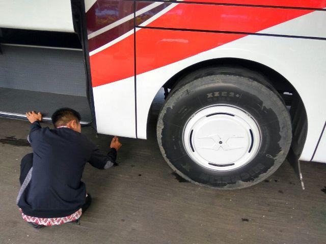 https: img-k.okeinfo.net content 2018 03 13 337 1871884 marak-kecelakaan-bus-hasil-investigasi-menyebutkan-akibat-gagal-pengereman-SgtYt7AXPZ.jpg