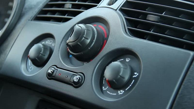 https: img-k.okeinfo.net content 2018 03 13 481 1872112 ini-bahayanya-jika-tidak-menjaga-kebersihan-udara-di-dalam-mobil-8Olys3iVEs.jpg