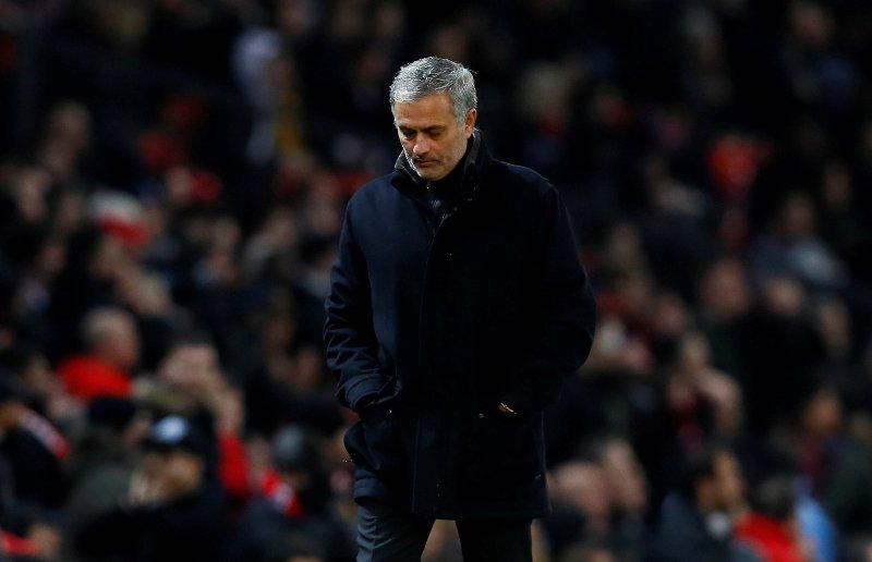 https: img-k.okeinfo.net content 2018 03 14 261 1872519 mourinho-bela-pemain-man-united-usai-disingkirkan-sevilla-PKXUy4ZpKC.jpg