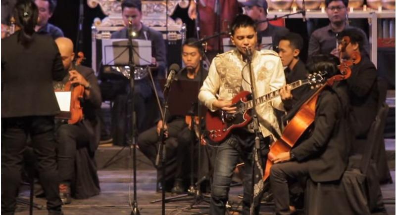 https: img-k.okeinfo.net content 2018 03 14 33 1872916 riki-putra-padukan-gamelan-dan-musik-rock-lewat-album-gamelan-rules-uzenS67bWa.jpg