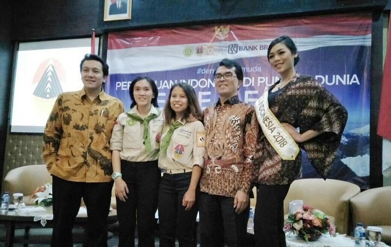 https: img-k.okeinfo.net content 2018 03 29 406 1879625 curahan-hati-dua-pendaki-wanita-indonesia-pertama-menuju-gunung-everest-2QSWxcE14Q.jpg