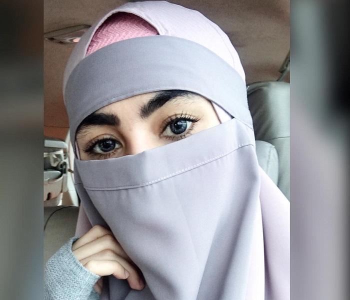 https: img-k.okeinfo.net content 2018 04 03 194 1881654 terkait-puisi-sukmawati-kartika-putri-ungkap-manfaat-bercadar-bagi-perempuan-muslim-yejaKFIRTZ.jpg