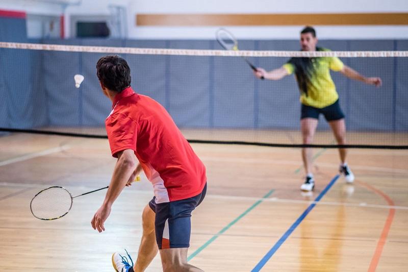 https: img-k.okeinfo.net content 2018 04 03 481 1881442 olahraga-badminton-dapat-menurunkan-tekanan-darah-tanpa-obat-lz5wREseUX.jpg