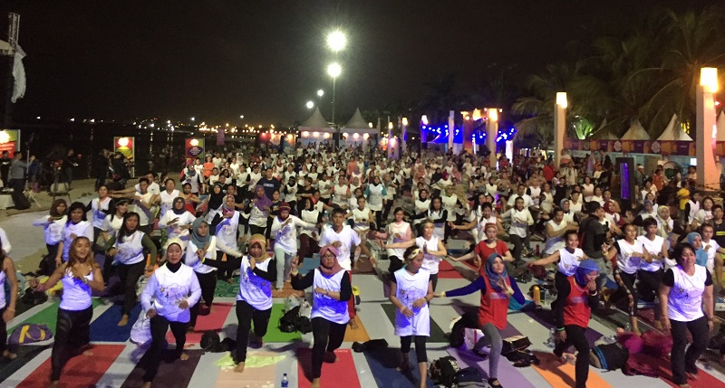 https: img-k.okeinfo.net content 2018 04 14 481 1886735 meriahnya-yoga-festival-2018-the-pop-of-yoga-mnc-channels-eiKadsOSQ3.jpg