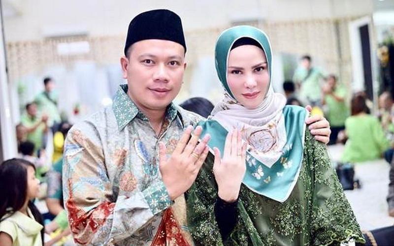 https: img-k.okeinfo.net content 2018 04 15 33 1886920 baru-menikah-angel-lelga-tuding-vicky-prasetyo-selingkuh-tijh1OSGFo.jpg