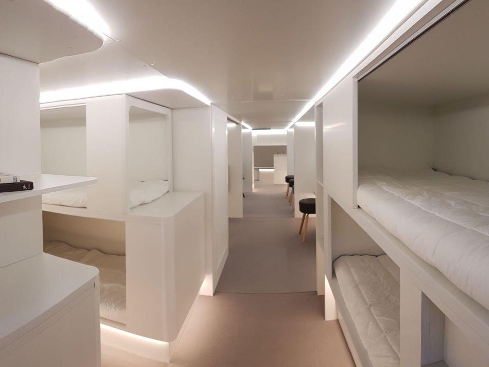 https: img-k.okeinfo.net content 2018 04 16 406 1887083 2-tahun-lagi-ruang-kargo-pesawat-disulap-jadi-hotel-terbang-oSsVGXGgNp.jpg