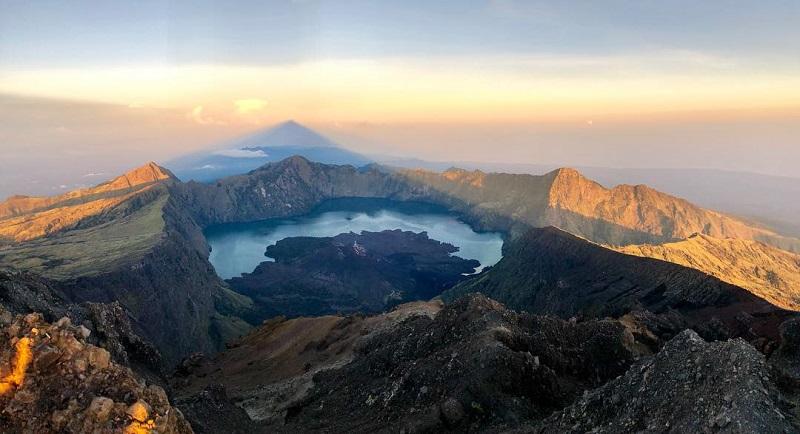 https: img-k.okeinfo.net content 2018 04 16 406 1887400 gunung-rinjani-jadi-bagian-geopark-dunia-ini-kata-tgb-UvlWBML34S.jpg