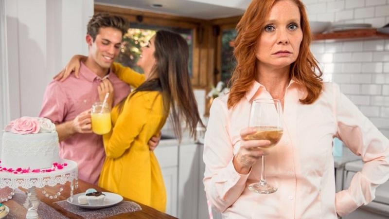 https: img-k.okeinfo.net content 2018 04 17 196 1887718 untuk-para-istri-ini-5-tanda-ibu-mertua-tidak-suka-kepada-anda-blgujvViPh.jpg