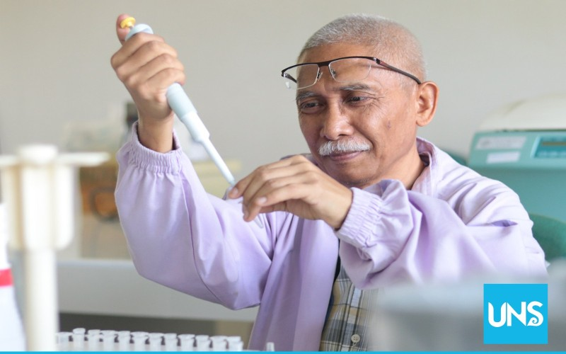 https: img-k.okeinfo.net content 2018 04 19 65 1888642 pertama-kali-di-indonesia-dosen-uns-teliti-terciptanya-tumor-6lBC1Zzfcs.jpg