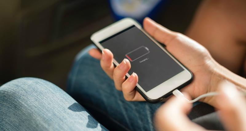 https: img-k.okeinfo.net content 2018 04 19 92 1888971 5-tips-bikin-baterai-smartphone-jadi-lebih-irit-M7taeeXKAc.jpg