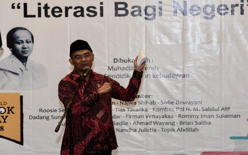 https: img-k.okeinfo.net content 2018 04 22 65 1889917 mendikbud-kartini-ibu-literasi-indonesia-p1QJWFJpqw.jpg