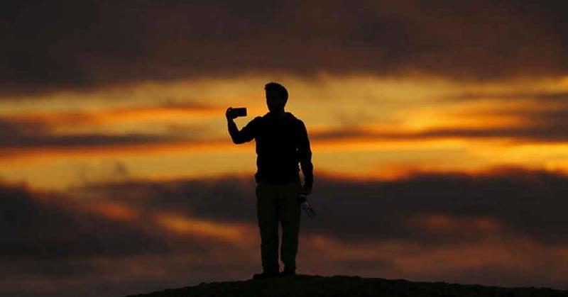 https: img-k.okeinfo.net content 2018 04 27 196 1892132 alasan-mengapa-generasi-milenial-suka-selfie-qygyEfZXtK.jpg