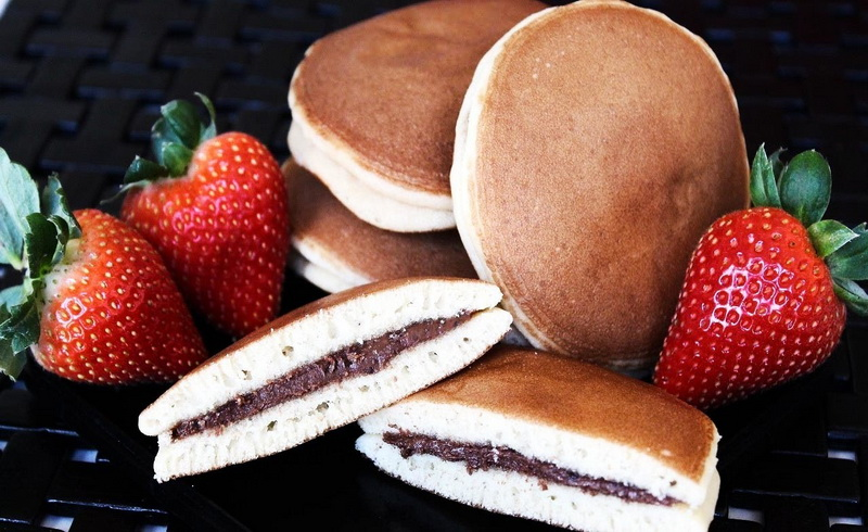 https: img-k.okeinfo.net content 2018 04 30 298 1892741 cicipi-kue-kue-terenak-di-dunia-salah-satunya-dorayaki-camilan-favorit-doraemon-y1uIG7d9X0.jpg