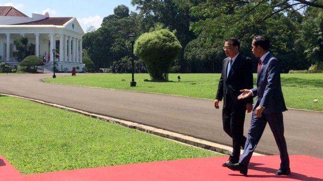 https: img-k.okeinfo.net content 2018 05 07 18 1895254 presiden-jokowi-sambut-kedatangan-pm-china-di-istana-bogor-tocbobd0XK.jpg