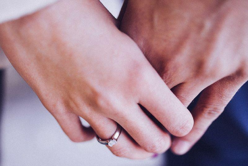 https: img-k.okeinfo.net content 2018 05 07 196 1895372 menikah-karena-dijodohkan-ini-7-hal-yang-harus-kamu-pahami-SzhpYIzW7I.jpg
