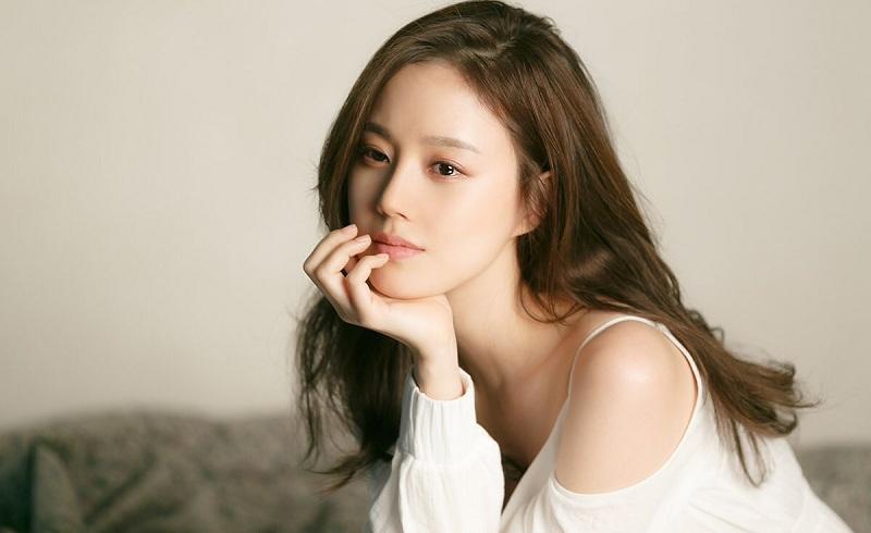 https: img-k.okeinfo.net content 2018 05 09 206 1896492 moon-chae-won-gantikan-kang-sora-perankan-gyeryong-fairy-tale-mHoKUPSwfa.jpg