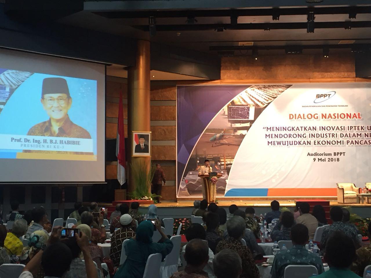 https: img-k.okeinfo.net content 2018 05 09 320 1896198 bj-habibie-soroti-peran-teknologi-demi-nilai-tambah-produk-industri-indonesia-s4BYuRMnNN.jpeg