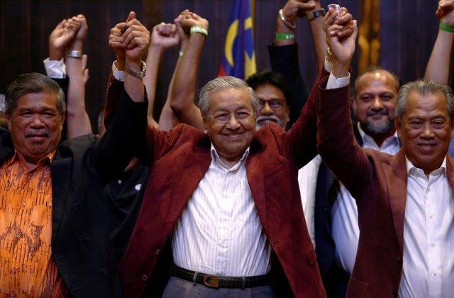 https: img-k.okeinfo.net content 2018 05 10 18 1896622 menangi-pemilu-malaysia-mahathir-mohamad-akan-dilantik-sebagai-kepala-negara-tertua-di-dunia-kgqJiuwhZ6.jpg