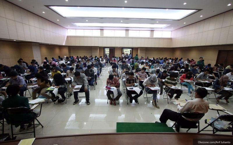 https: img-k.okeinfo.net content 2018 05 12 65 1897419 ratusan-calon-mahasiswa-ikut-spmb-unhi-denpasar-MAAd565dmV.jpg