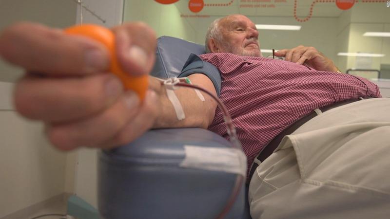 https: img-k.okeinfo.net content 2018 05 15 406 1898592 lengan-emas-pria-australia-selamatkan-nyawa-2-4-juta-bayi-AVaZqswzkl.jpg