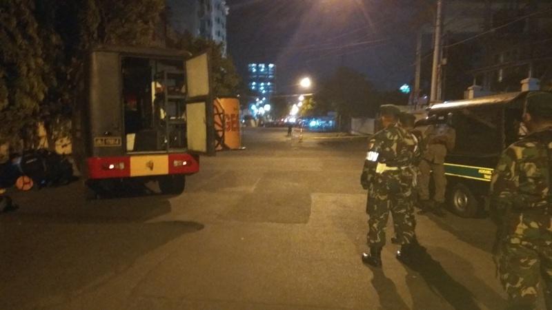 Polisi berjaga di depan GBT Alethia Surabaya (Avirista/Okezone)