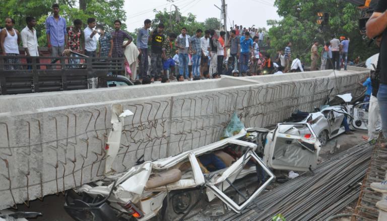https: img-k.okeinfo.net content 2018 05 16 18 1898964 jembatan-layang-di-india-ambruk-tewaskan-sedikitnya-15-orang-6LJjpDaTpJ.jpg