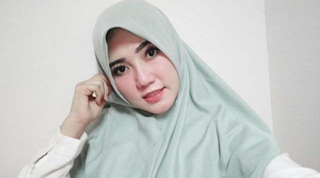 https: img-k.okeinfo.net content 2018 05 17 33 1899383 via-vallen-kenakan-hijab-warganet-adem-banget-lihatnya-CAGptTaYzS.jpg