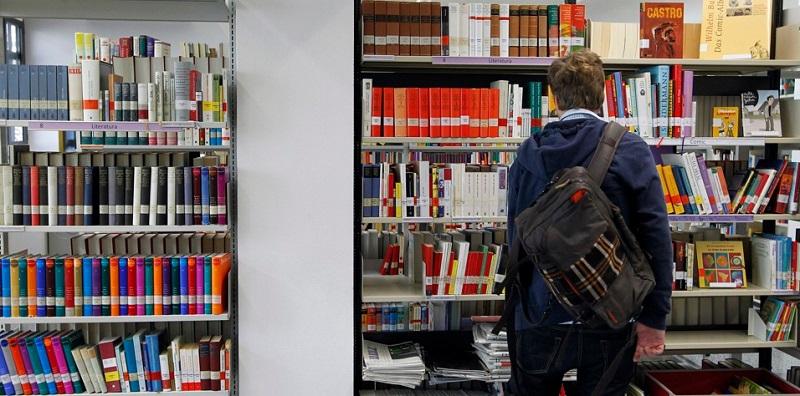 https: img-k.okeinfo.net content 2018 05 18 196 1899707 jenis-buku-yang-paling-diburu-milenial-9QVGYU1PL3.jpg