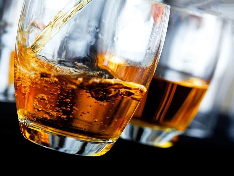 https: img-k.okeinfo.net content 2018 05 18 298 1899914 perusahaan-ini-beri-hadiah-whiskey-rp141-juta-kepada-pangeran-harry-dan-meghan-markle-nUrhkrqZOx.jpg