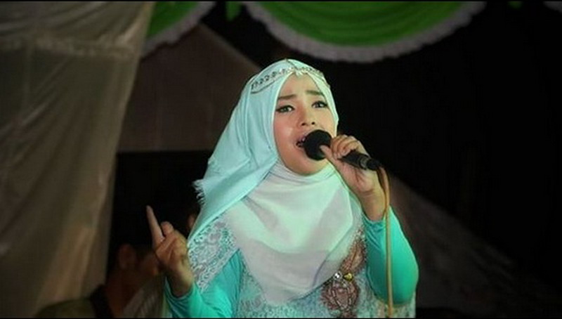 https: img-k.okeinfo.net content 2018 05 23 205 1901932 juarai-qori-di-asean-wafiq-azizah-ungkap-kerinduan-di-album-religi-KnF8CBthlr.jpg