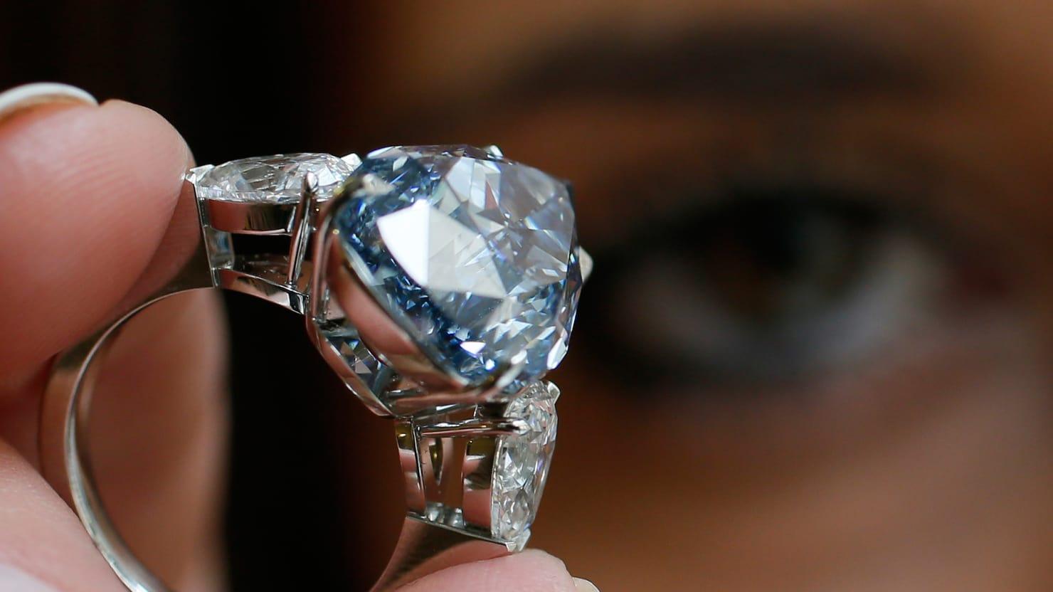 https: img-k.okeinfo.net content 2018 05 25 194 1902586 tips-rawat-perhiasan-berlian-biar-tetap-kinclong-qxsJZnw0He.jpg