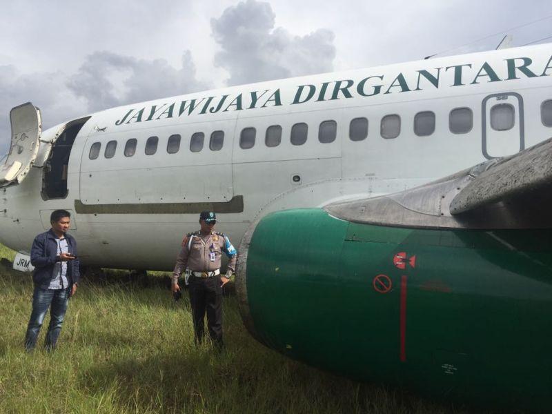https: img-k.okeinfo.net content 2018 05 25 340 1902660 pesawat-kargo-jayawijaya-dirgantara-tergelincir-di-bandara-wamena-dN7WoGayYt.jpg