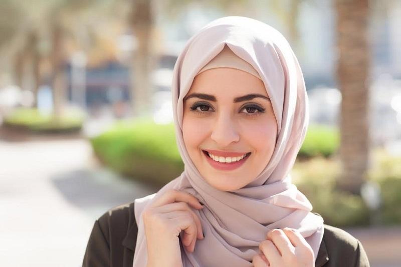 https: img-k.okeinfo.net content 2018 05 28 194 1903914 untuk-hijabers-pemula-ini-tips-memilih-hijab-biar-tetap-istiqomah-OxQVCR97ib.jpg