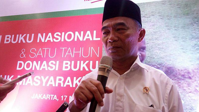 https: img-k.okeinfo.net content 2018 06 04 65 1906298 indonesia-kekurangan-988-133-guru-pns-untuk-sekolah-negeri-lqMTHJXZ7v.jpg