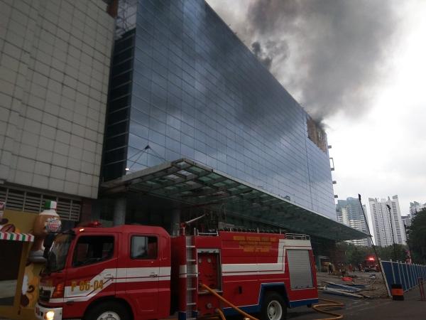 https: img-k.okeinfo.net content 2018 06 05 338 1906960 gedung-terbakar-di-prj-kosong-aktivitas-jakarta-fair-tak-terganggu-G3J2sXEVbX.jpg