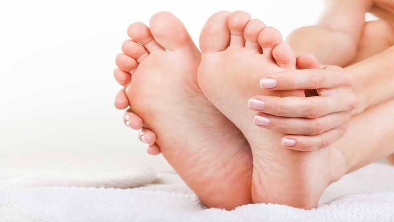 https: img-k.okeinfo.net content 2018 06 05 481 1906648 tips-rawat-telapak-kaki-agar-sehat-dan-lembut-salah-satunya-hindari-sepatu-berhak-tinggi-EhEpNhTpW2.jpg
