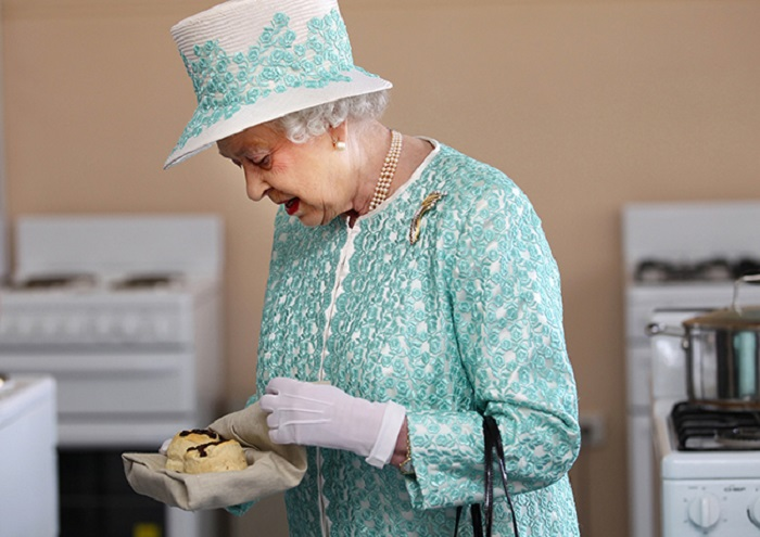 https: img-k.okeinfo.net content 2018 06 07 298 1907858 lowongan-koki-pastry-istana-dibuka-ini-syarat-ajaib-dari-ratu-elizabeth-ii-AzrvI3BmZT.jpg