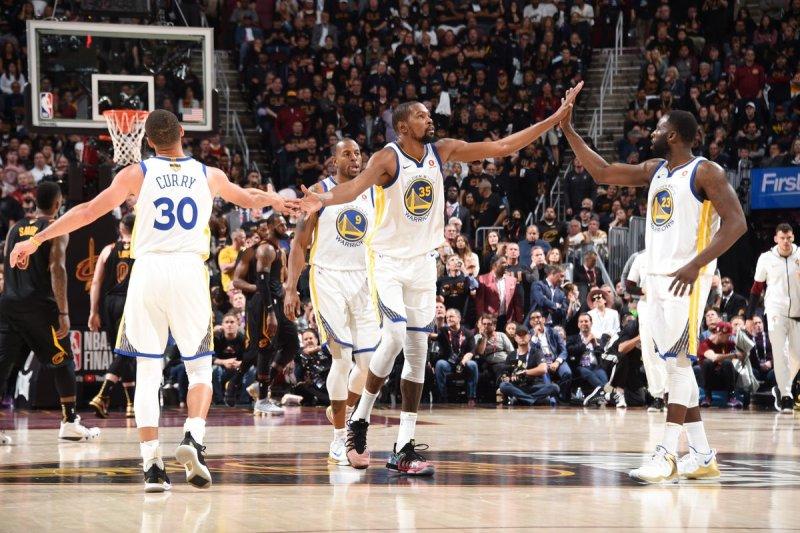 https: img-k.okeinfo.net content 2018 06 07 36 1907644 warriors-kembali-petik-kemenangan-atas-cavaliers-di-final-ketiga-nba-2017-2018-vZ8d4MPIiU.jpg