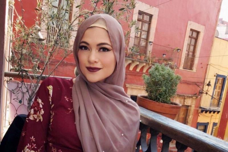 https: img-k.okeinfo.net content 2018 06 09 194 1908570 gaya-hijab-simple-cocok-untuk-mudik-tetap-cantik-dan-menarik-zhAVZxWvXx.jpg