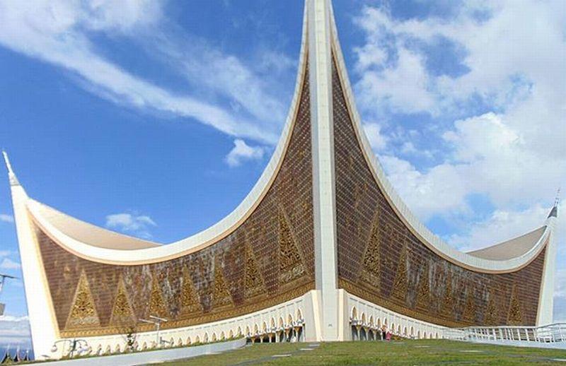 https: img-k.okeinfo.net content 2018 06 10 406 1908778 sederet-masjid-dengan-arsitektur-unik-ada-di-indonesia-semua-loh-UzYwFfPoK5.jpg