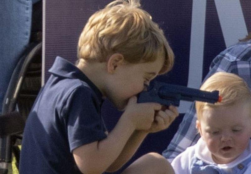 https: img-k.okeinfo.net content 2018 06 11 196 1909289 beredar-foto-anak-pangeran-william-kate-middleton-main-pistol-pistolan-netizen-protes-fFyekwAByg.jpg