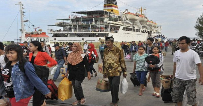 https: img-k.okeinfo.net content 2018 06 13 320 1910174 puncak-arus-mudik-89-pemudik-ferry-telah-tinggalkan-pulau-jawa-8GOgtRmhAP.jpg
