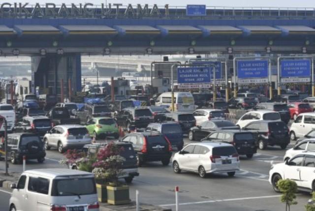 https: img-k.okeinfo.net content 2018 06 13 338 1909935 berikut-lokasi-kemacetan-kendaraan-pemudik-di-tol-cikampek-pagi-ini-ftUGT0gsdV.jpg