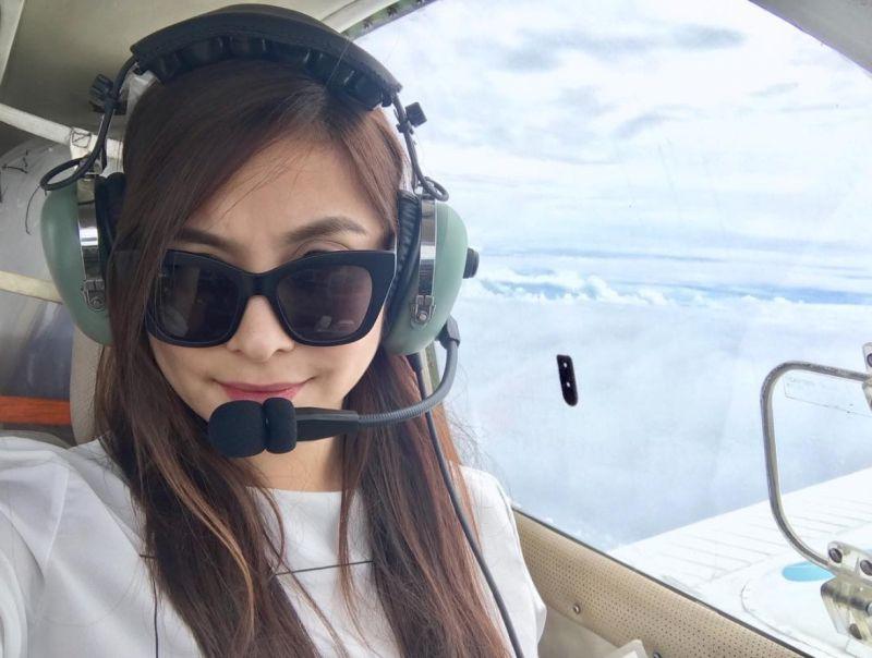 https: img-k.okeinfo.net content 2018 06 15 196 1910748 viral-pilot-wanita-cantik-jadi-pengen-mendarat-di-hatinya-HunkION5OR.jpg