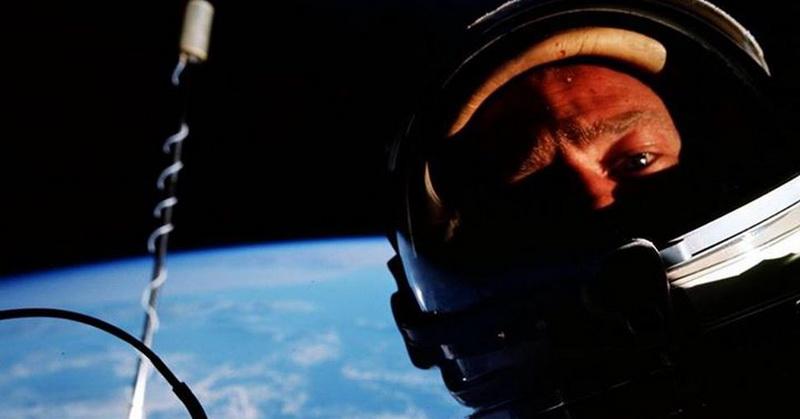 https: img-k.okeinfo.net content 2018 06 22 56 1912848 buzz-aldrin-foto-selfie-pertama-di-luar-angkasa-pada-1966-5HWl334dsE.jpg