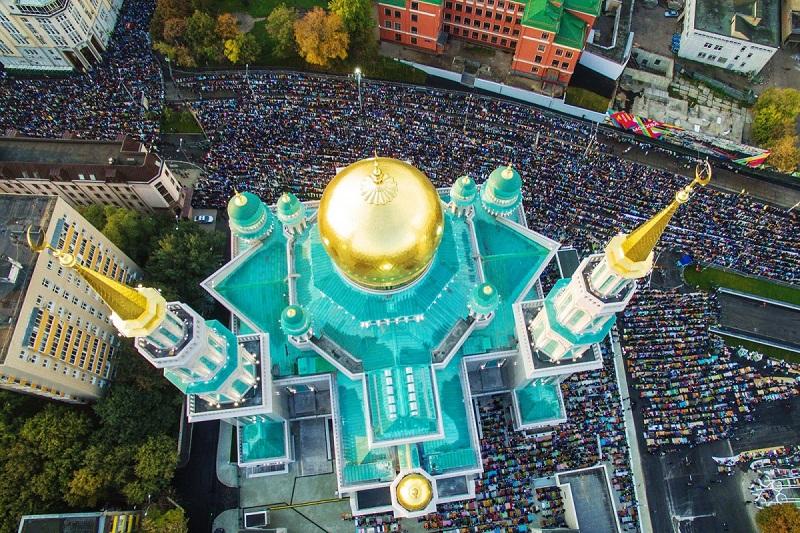 https: img-k.okeinfo.net content 2018 06 23 406 1913092 nonton-langsung-piala-dunia-jangan-lupa-nikmati-wanginya-sholat-di-masjid-katedral-moskow-PeWLob80ek.jpg